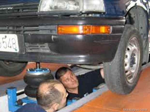 auto u garazi