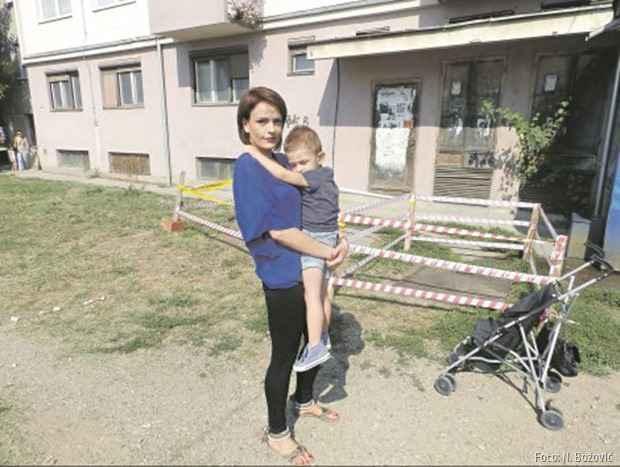Namerava da ceo slučaj istera do kraja: Ana Petrović sa sinom