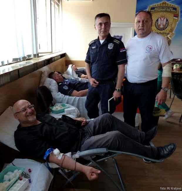 Policajci davaoci krvi 2
